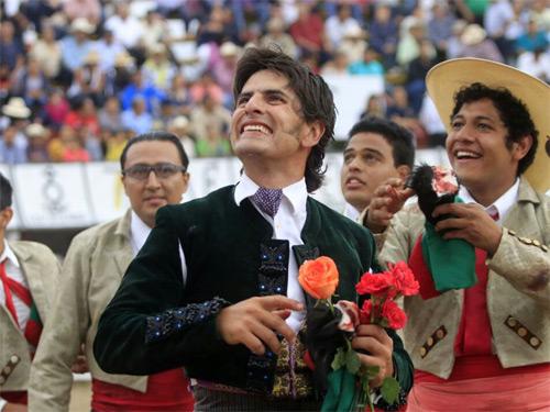 Emiliano Gamero triunfa en Xico