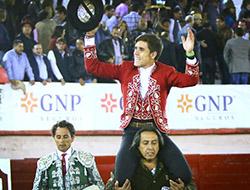 Guillermo sale a hombros en Irapuato