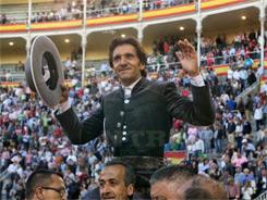 Diego Ventura, a hombros en Madrid