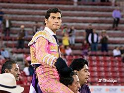 Martínez corta sendas orejas en La México