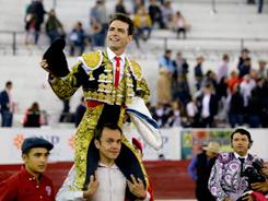Arturo Macías corta dos orejas en León