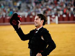 Sendas vueltas en la corrida de Málaga