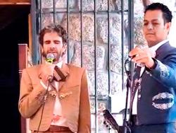 José Tomás canta con mariachi